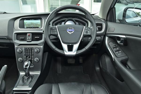 2013 Volvo V40 Hatchback Image 3