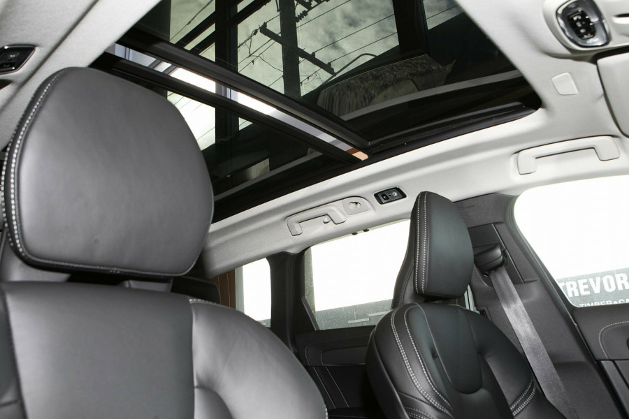 2019 Volvo V90 Cross Country D5 Wagon Mobile Image 8
