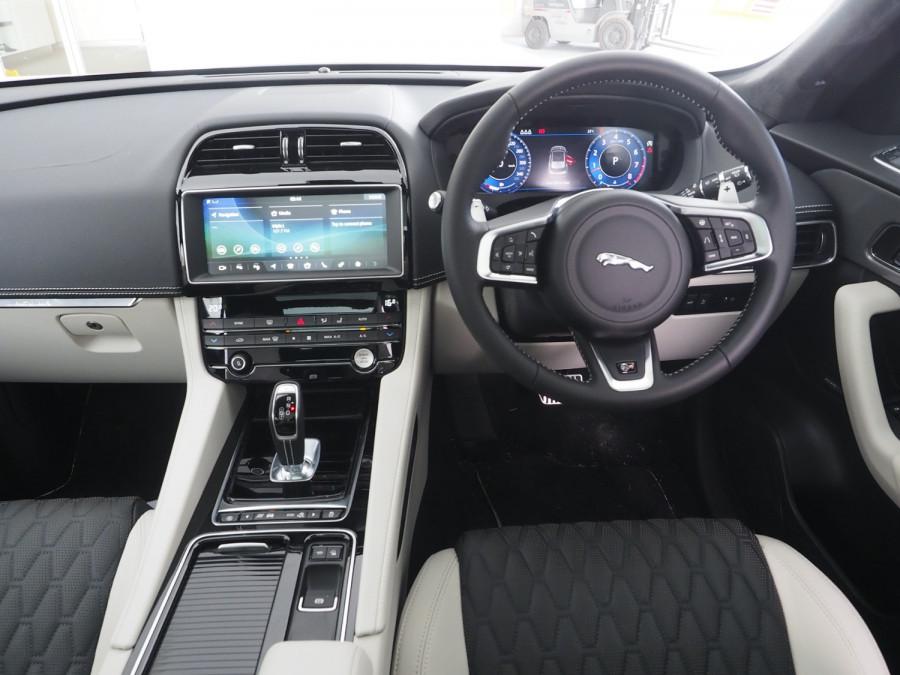 2020 Jaguar F-pace Suv Image 9