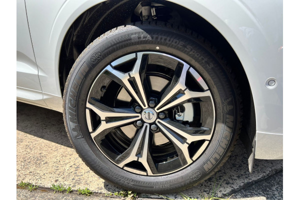 2022 Volvo XC60 UZ B5 Momentum Suv Image 3