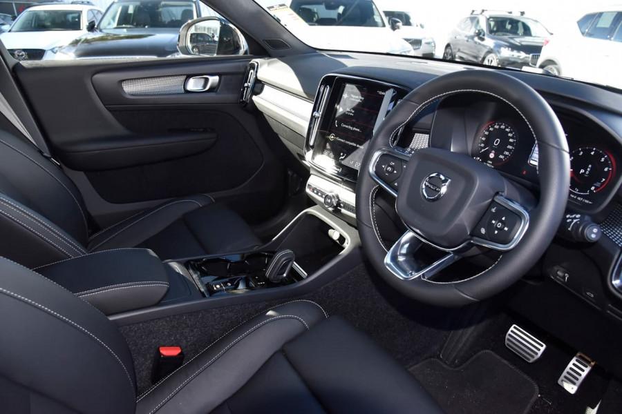 2020 Volvo XC40 XZ T5 R-Design Suv Image 11
