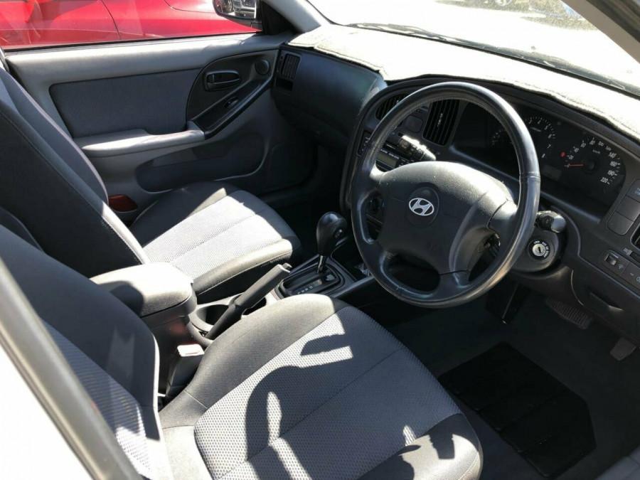 2005 Hyundai Elantra XD 05 Upgrade 2.0 HVT Hatchback Image 5