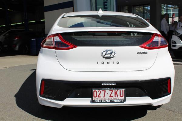 2019 Hyundai IONIQ AE.2 Electric Elite Hatchback Image 5