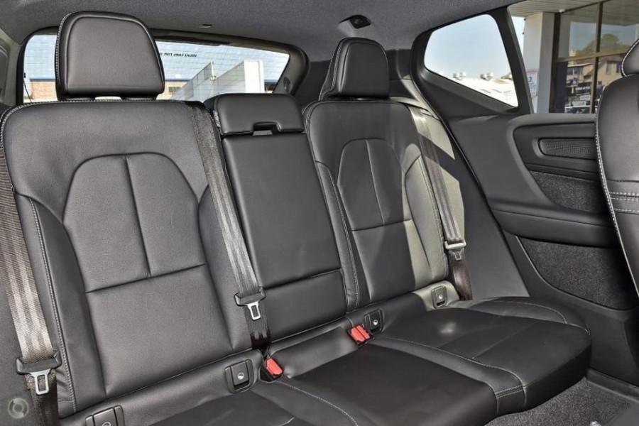 2020 Volvo XC40 XZ T5 R-Design Suv Image 24