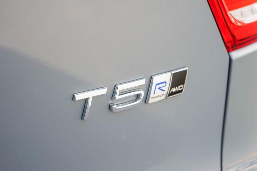 2019 Volvo XC40 XZ T5 R-Design Suv Mobile Image 11