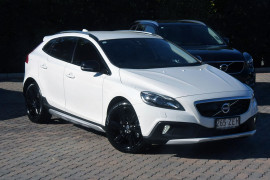 Volvo V40 Cross Country T5 Vehicle Description. M  MY14 T5 LUXURY HBK 5DR AGT 6SP 2.5T