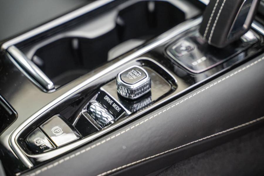 2020 Volvo S60 Z Series T8 R-Design Sedan Image 16