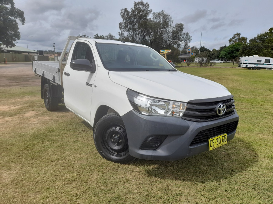 2015 MY14 Toyota HiLux KUN16R Turbo Workmate Cab chassis Image 1