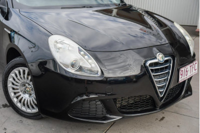 2013 Alfa Romeo Giulietta Series 0 MY13 Distinctive Hatchback Image 2