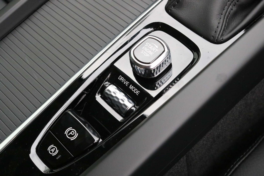 2021 Volvo XC60 UZ D4 Momentum Suv Image 14