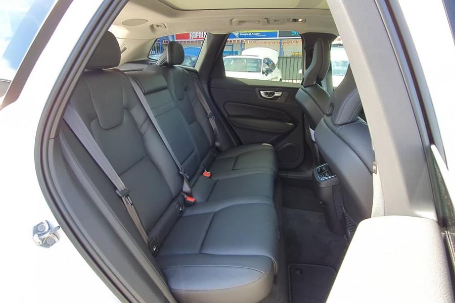 2020 Volvo XC60 UZ D4 Momentum Suv Mobile Image 15