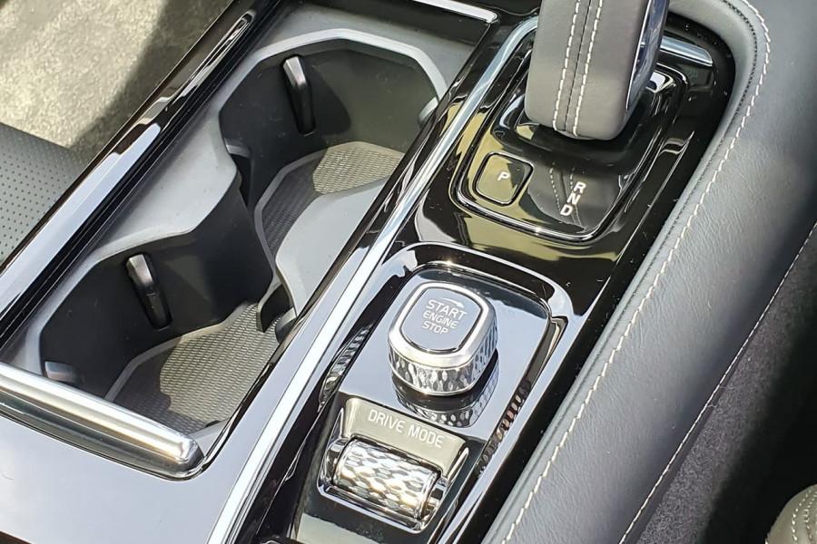 2020 Volvo S60 Z Series T8 R-Design Sedan Mobile Image 18