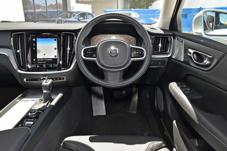 2020 Volvo S60 Z Series T5 Inscription Sedan Mobile Image 4