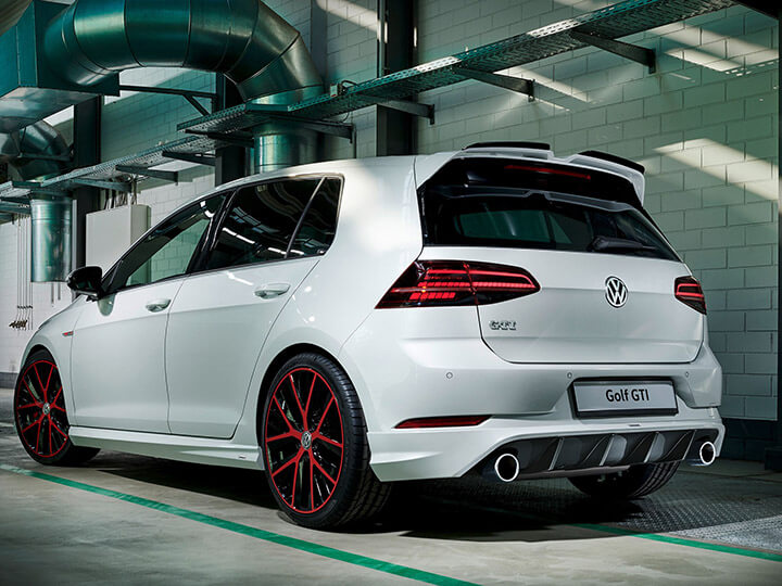 Rear skirt with diffuser