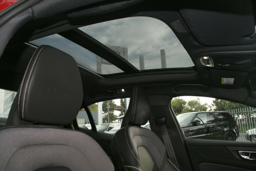 2019 Volvo S60 T8 R-DESIGN Wagon Image 15