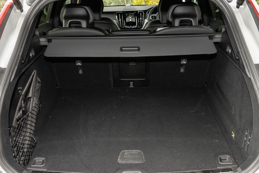 2018 MY19 Volvo XC60 UZ T6 R-Design Suv Mobile Image 19