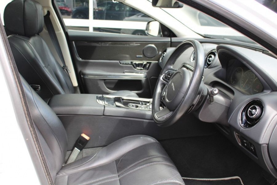 2015 Jaguar Xj X351 MY15 Premium Sedan Image 9