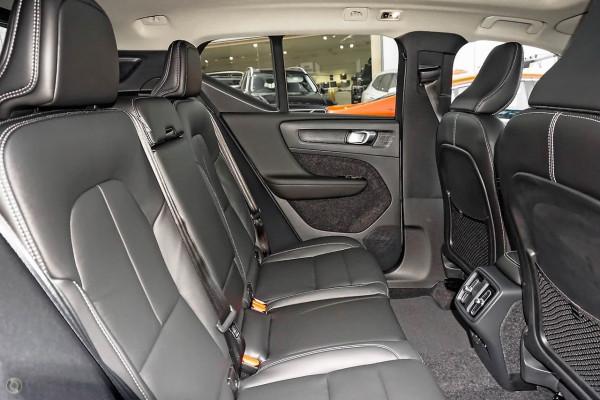 2021 Volvo XC40 XZ T4 Momentum Suv Image 4