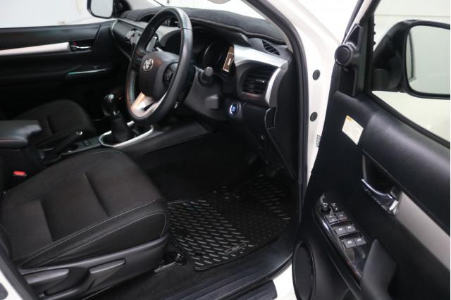 2018 Toyota HiLux GUN126R SR5 Utility Image 3