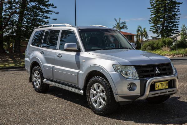 2010 Mitsubishi Pajero NT  GLX Suv Image 2