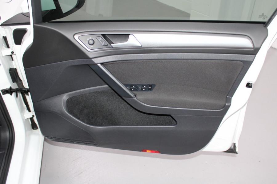 2015 Volkswagen Golf VII  90TSI Hatchback Image 18