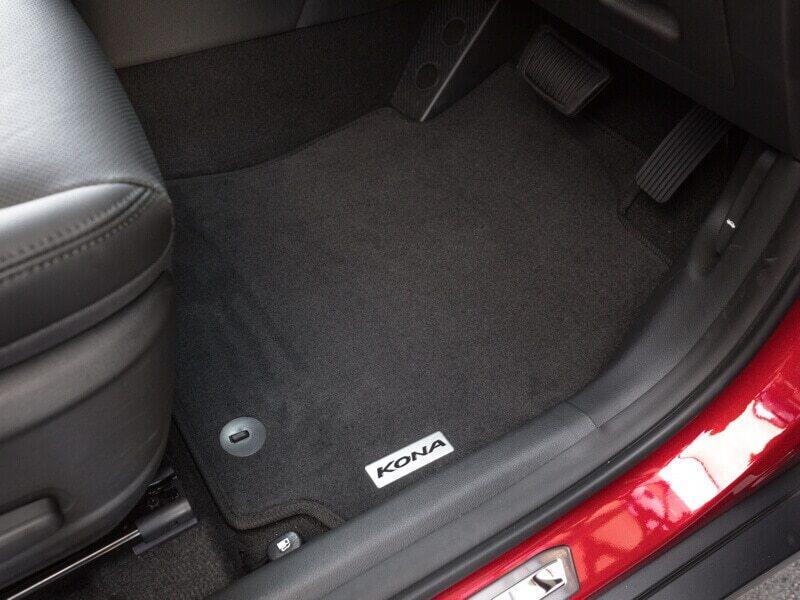 "<img src=""Tailored carpet floor mats (set of 4) - black stitching"