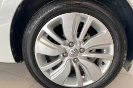 2019 Suzuki Swift AZ GL Navigator Hatchback Image 4