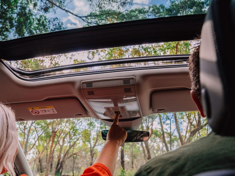 Open up to the world Panoramic glass sunroof Image