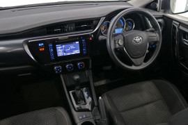 2017 Toyota Corolla ZRE182R Ascent Hatchback Image 5