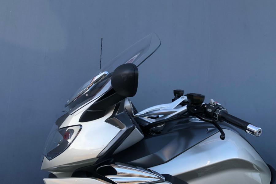 2011 BMW K1600 GTL Motorcycle Image 12
