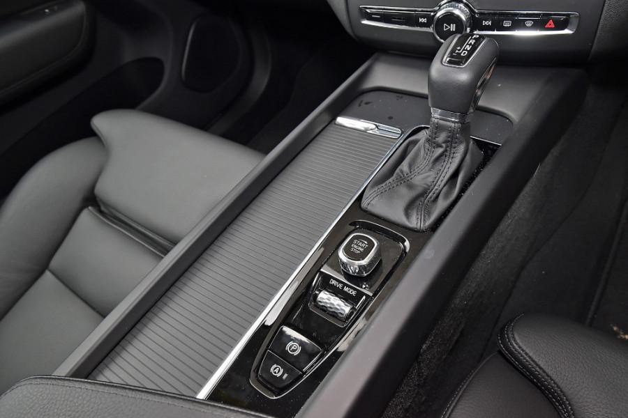 2019 Volvo XC60 UZ T5 Momentum Suv Mobile Image 16