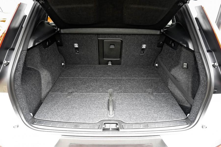 2020 MY21 Volvo XC40 XZ T4 Momentum Suv Image 18