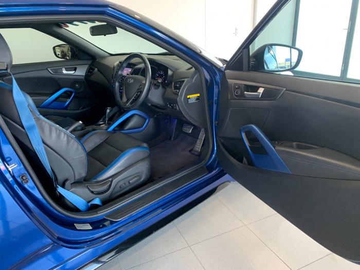 2016 Hyundai Veloster FS5 Series II Street Hatchback Image 6