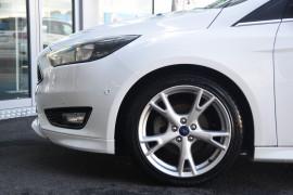 2016 Ford Focus LZ Titanium Hatchback Image 5