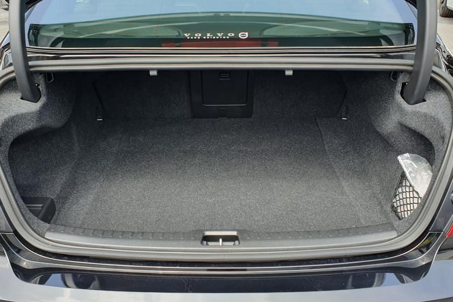 2020 Volvo S60 Z Series T8 R-Design Sedan Mobile Image 11