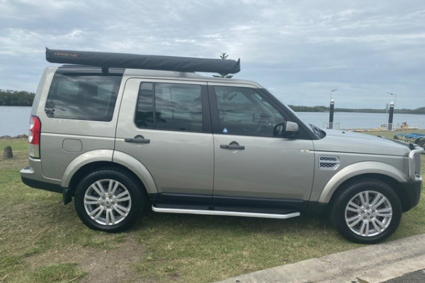 2011 Land Rover Discovery 4 Vehicle Description.  4 MY11 SDV6 HSE WAG CMND 6SP 3.0DTT SDV6 Wagon Image 2