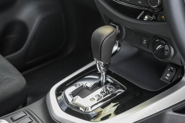 2019 Nissan Navara D23 Series 3 SL 4X4 Dual Cab Pickup Utility Image 4