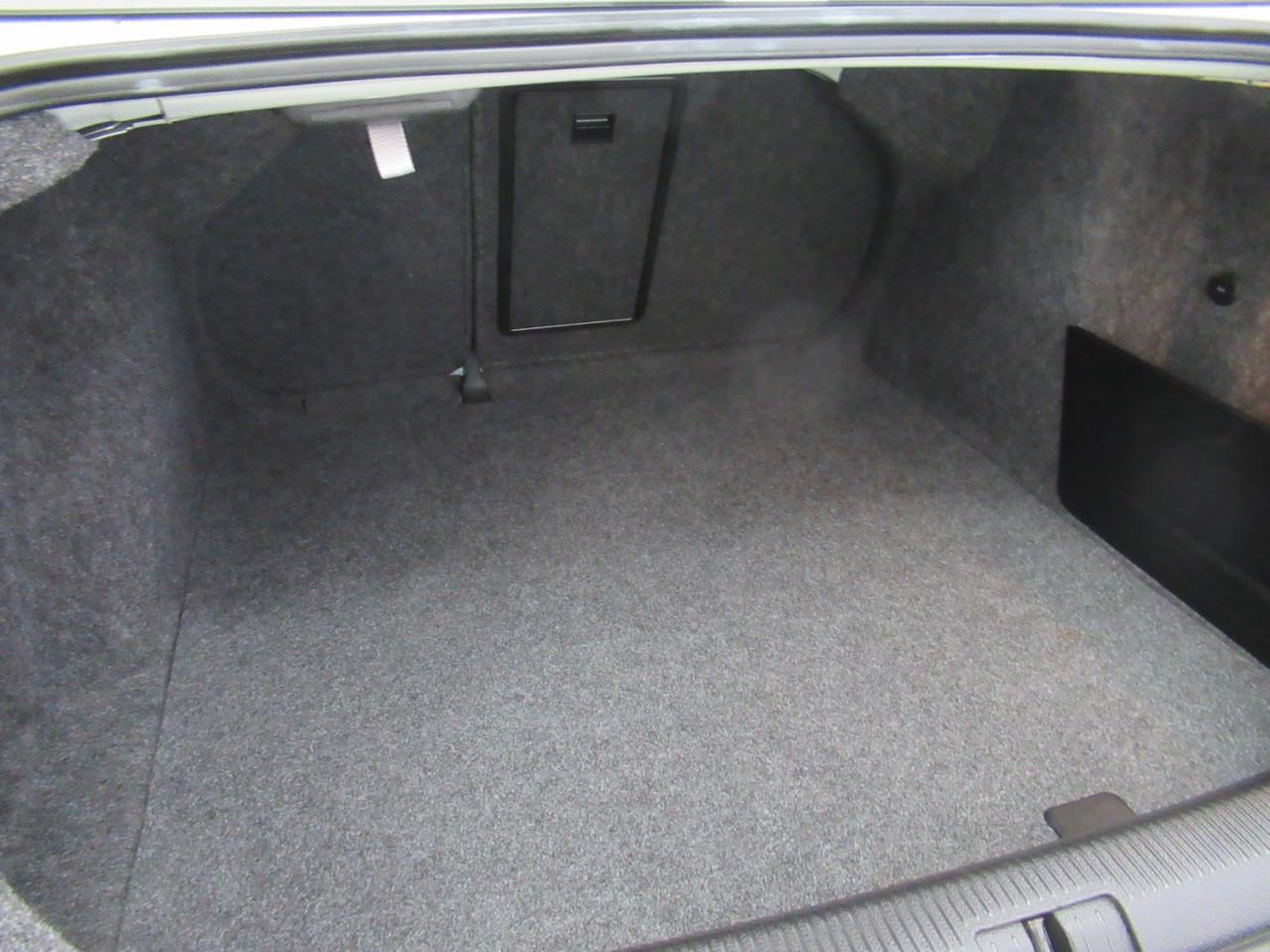 2010 Volkswagen Jetta 1KM MY10 103TDI Sedan Image 12