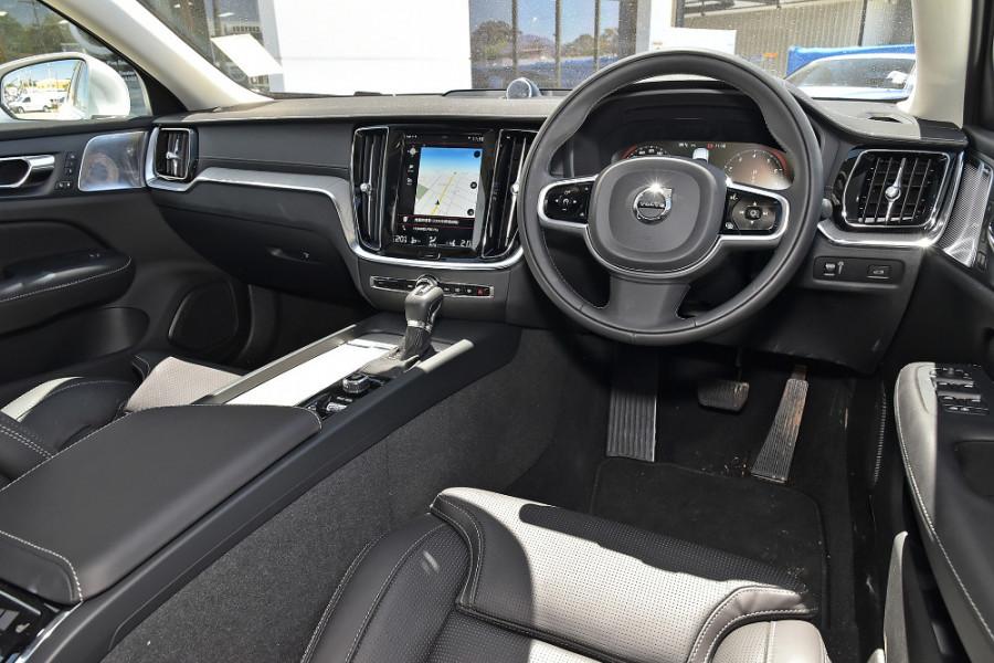 2020 Volvo S60 Z Series T5 Inscription Sedan Mobile Image 9