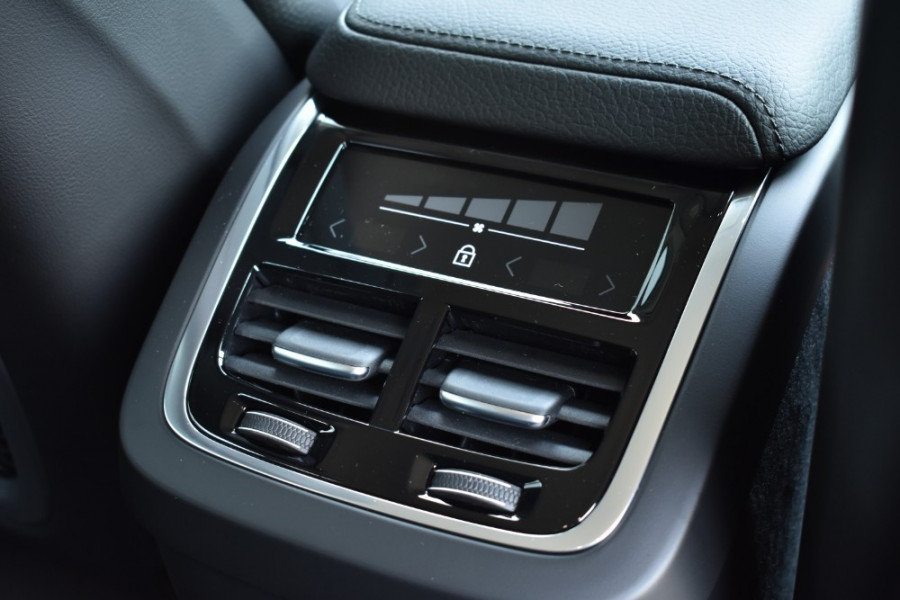 2019 MY20 Volvo XC60 UZ D4 Inscription Suv Image 8