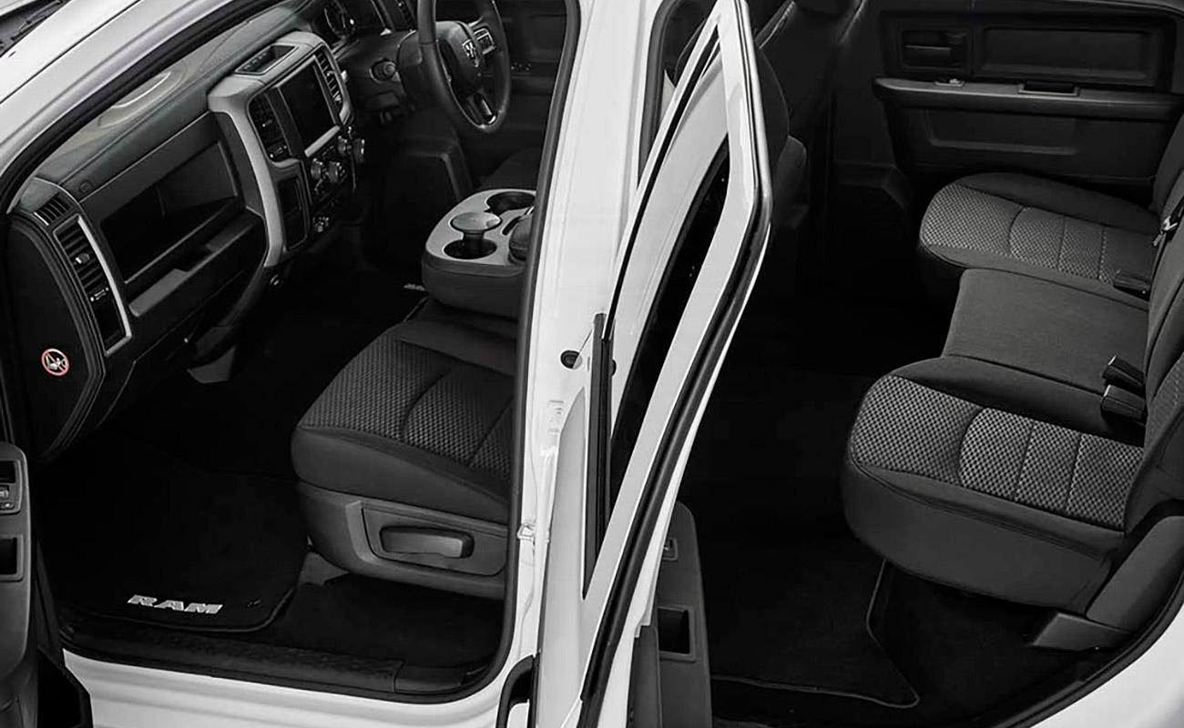 1500 Express V8 Hemi Crew Cab 5-SEATER CREW CAB