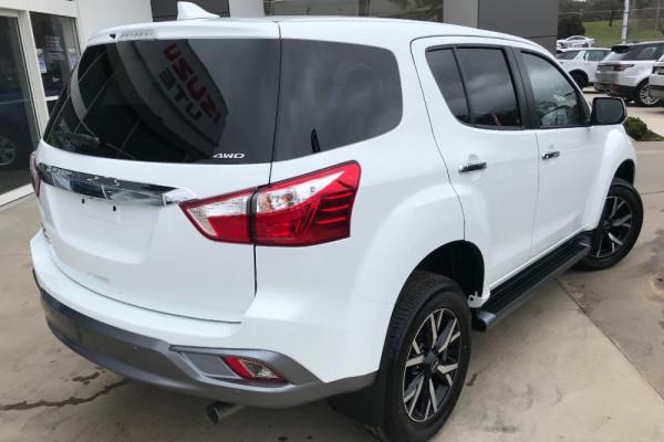 2019 Isuzu UTE MU-X LS-U 4x2 Wagon Image 3