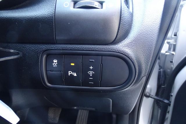 2014 Kia Cerato Hatch S 18 of 25