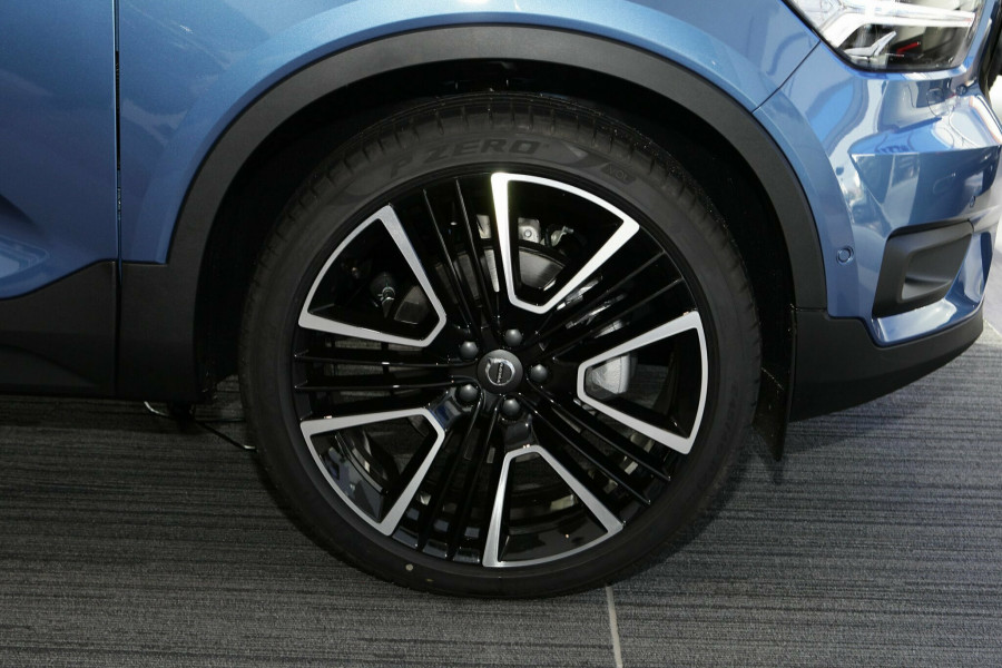 2019 Volvo XC40 T5 R-Design Suv Mobile Image 3