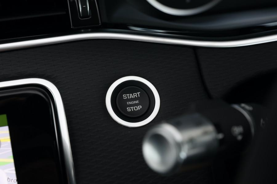 2020 MY20.5 Land Rover Range Rover Evoque Suv Image 13