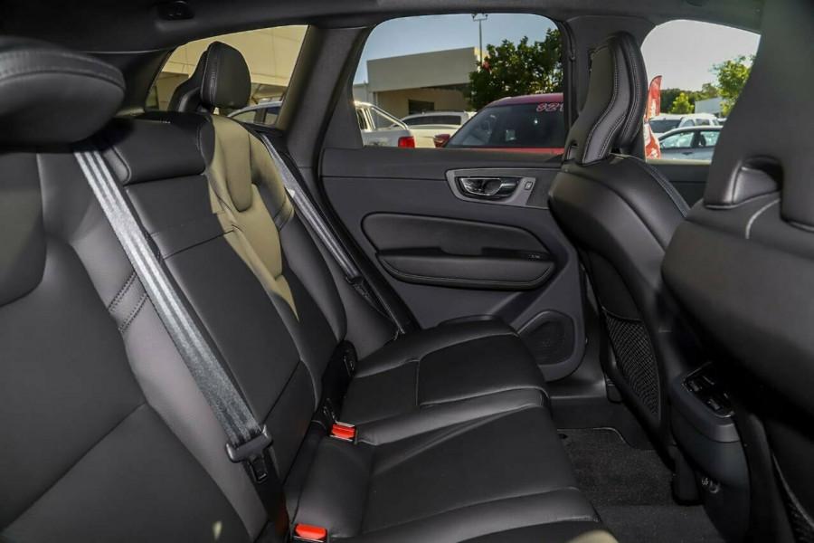 2019 Volvo XC60 UZ D5 R-Design Suv Mobile Image 9