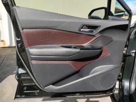 2017 Toyota C-hr NGX50R Koba Suv image 34
