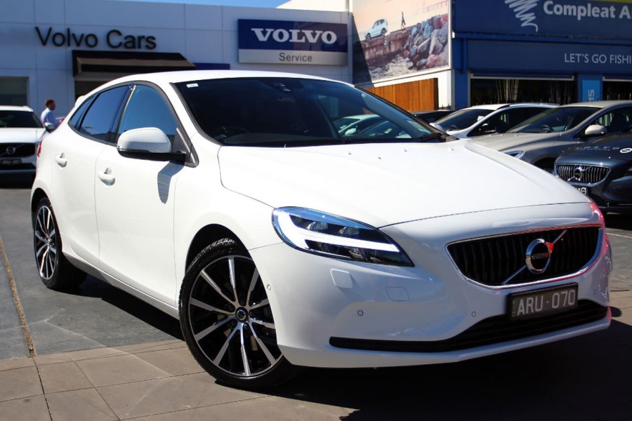 Used 2018 Volvo V40 B489586 Volvo Cars