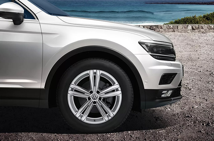 "18"" Sebring alloy wheel"