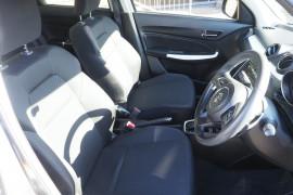2017 Suzuki Swift AZ GLX Turbo Dual cab Image 5